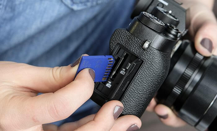 Managing digital images on memory cards and files